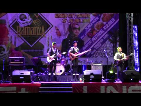 Vertical Band (SMPN 19 Sby) @Grand City, Ramanza, Firehouse: I life my life for you