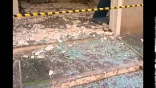 Ladr�es explodem caixa eletr�nico, mas equipamento s� emitia cheques