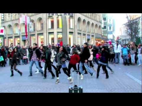 BOLLYWOOD FLASHMOB KLN - Why This Kolaveri Di (G-One Mix).mov