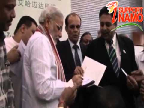 When Pakistanis lined up to have a autograph with Narendra Modi