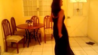 Violeta Bailando Reggaeton