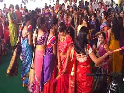 DANDIYA FOR MARRIAGES BY RAAJSANGEETH SAMPRADAYA GANA SWARANJALI ,HYD .