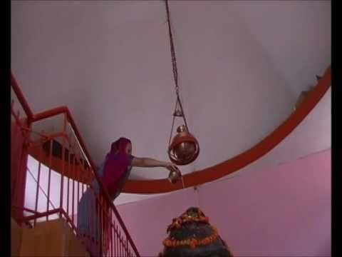 Tantra Hindù-Lingam worship at Shiva temple in India