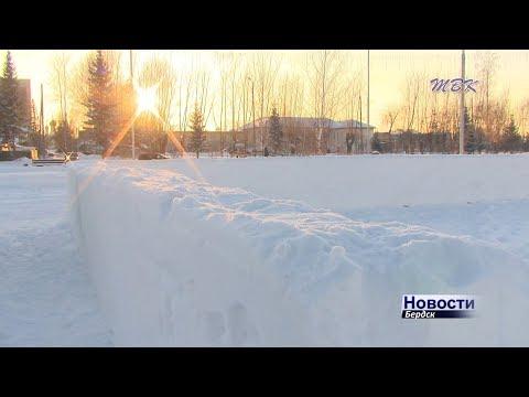 В Бердске начали возводить снежный городок