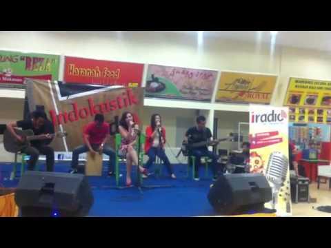 Rini - Bebas Live at Indokustik i-Radio Bandung