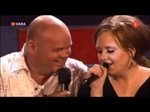 """Paul de Leeuw & Adele: Make You Feel My Love / Zo puur kan liefde zijn, 18 april 2009: Adele en Paul de Leeuw zingen samen (tekst hieronder). Adele de originele versie en Paul de Nederlandse tekst van Gerrit Holstege """"Zo puur kan..."""