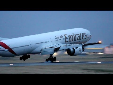 Emirates 777-300ER Heavy Crosswind Landing at Adelaide Airport - A6-ECV