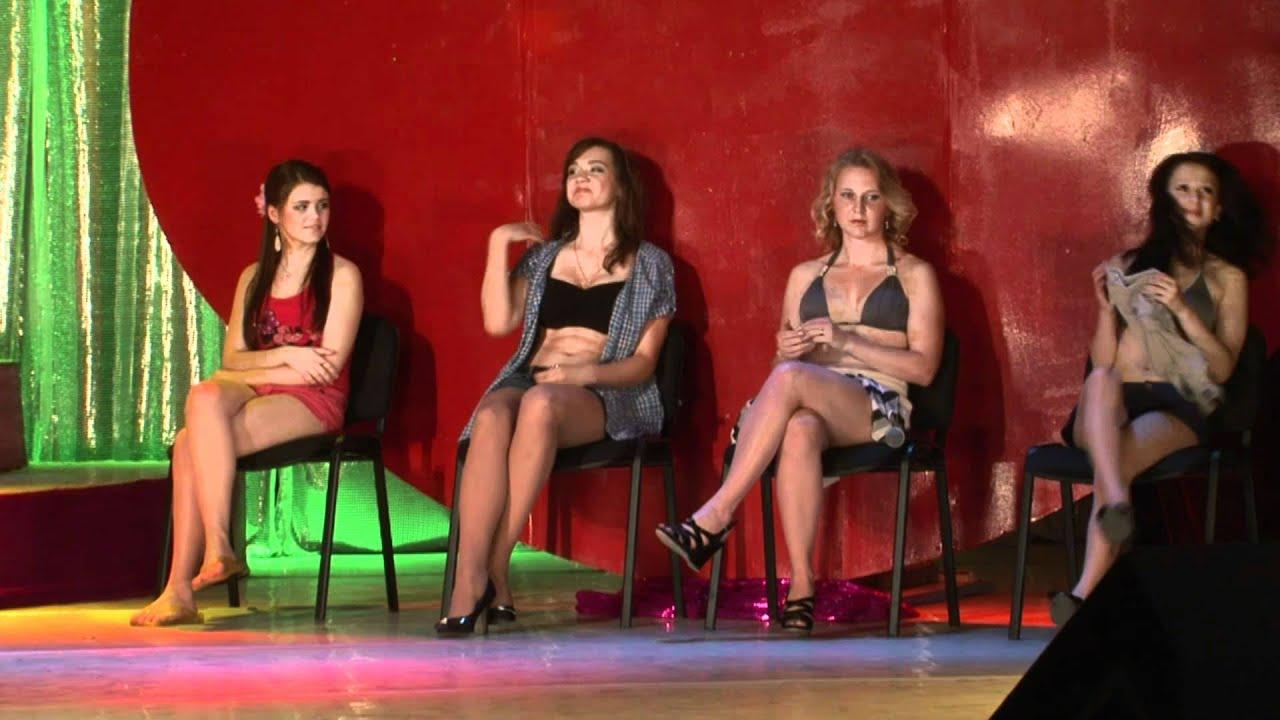 Смотреть русские девушки раздеваются на улице 4 фотография