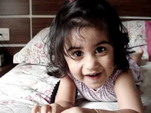 Eduarda - Menina de 2 anos cantando música do Roberto Carlos