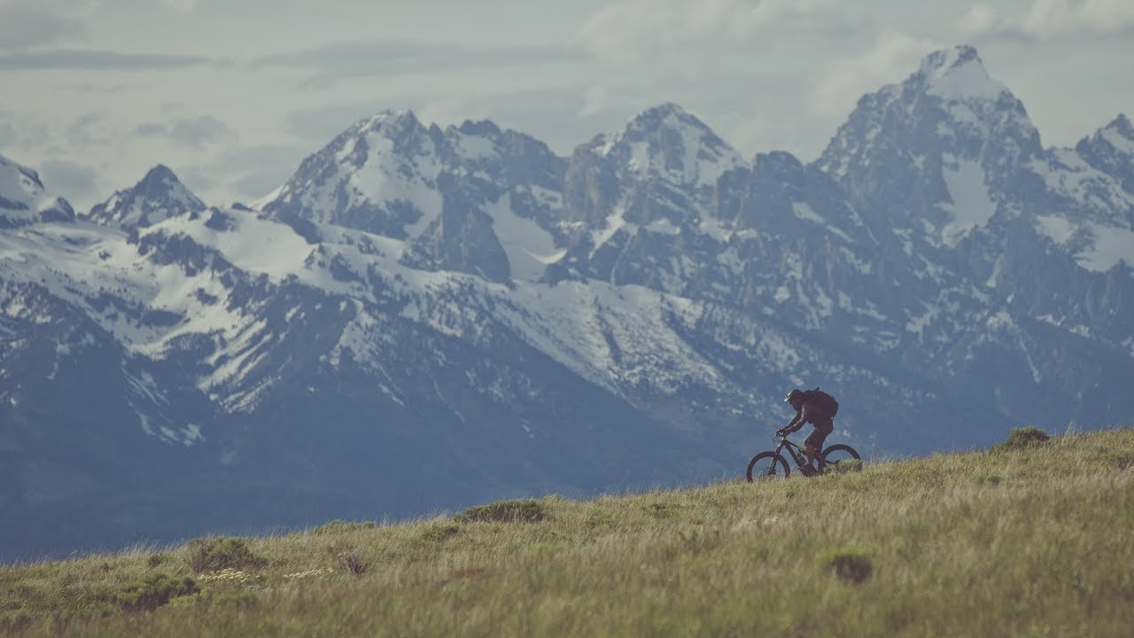 Видео: Specialized Bicycles- We Love Riding