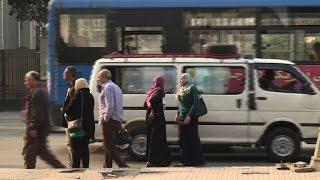 ردود فعل متباينة في الشارع المصري إزاء إخلاء سبيل مبارك |