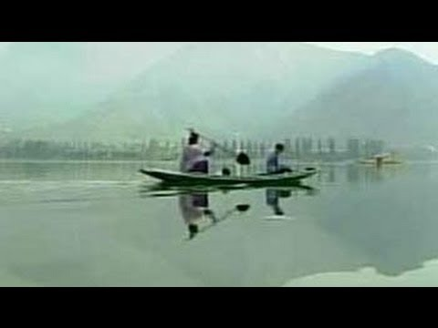 24 Hours on the resplendent Dal Lake (Aired: September 2003)