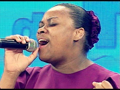 DTUP - Elaine Martins lança CD