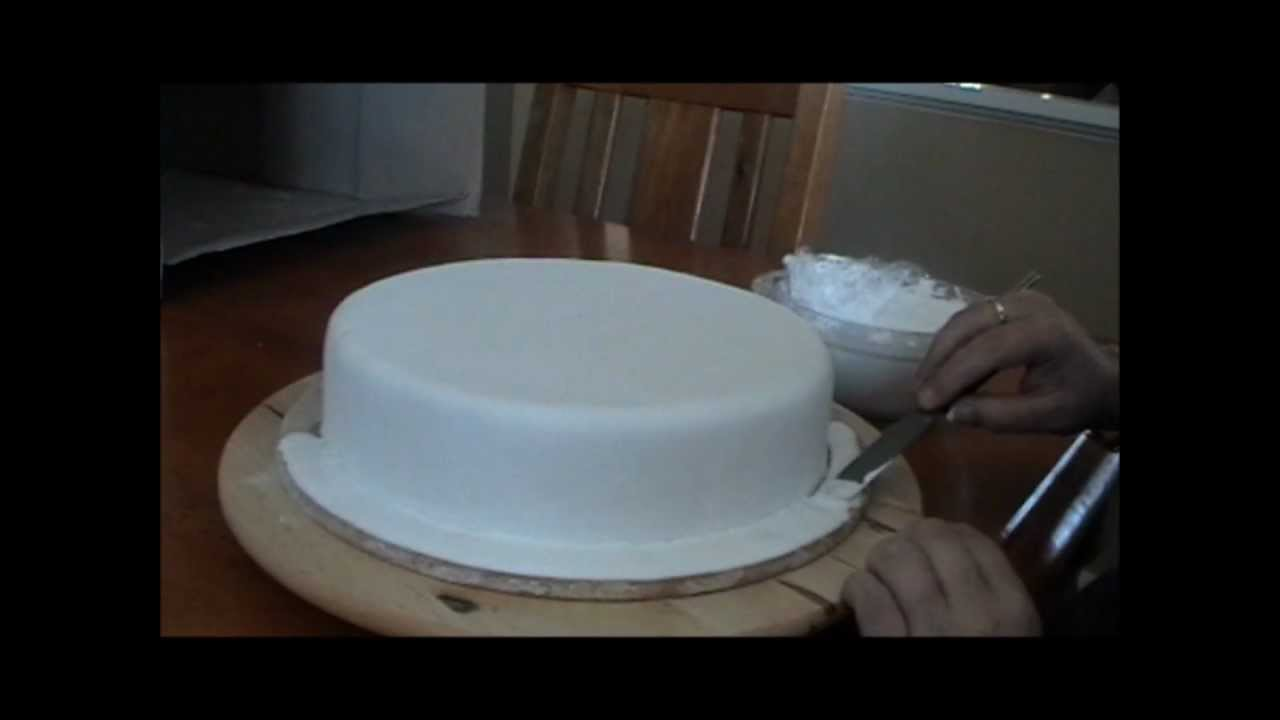 3 Flooding The Cake Board With Royal Icing Video