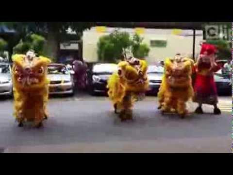 Chết sặc  xem múa lân phong cách Gangnam Style