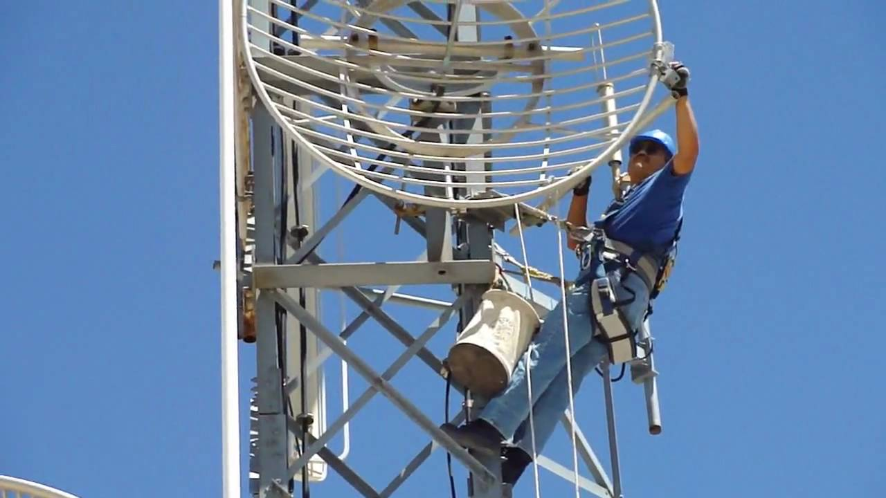 how to become a tower technician