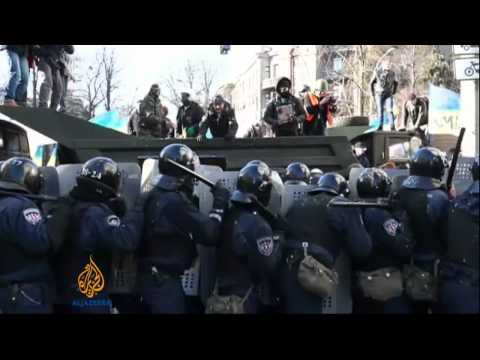 Situation 'tense' in Kiev as clashes break out