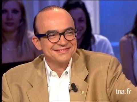 """Interview Karl Zero """"Dans la peau de Jacques Chirac"""", 13 mai 2006 Karl ZERO présente son film """"Dans la peau de Jacques Chirac"""" qu'il a réalisé avec Michel ROYER. Il s'agit d'un film de montage d'archives d'actua..."""