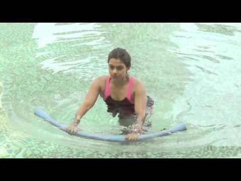 3 min Aqua Tutorial - Learn aqua aerobics exercises online to strengthen your core.