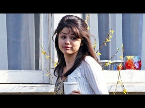 Selena Gomez Heads To A Rehab