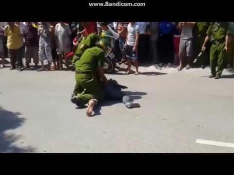 giang hồ đánh nhau với cảnh sát