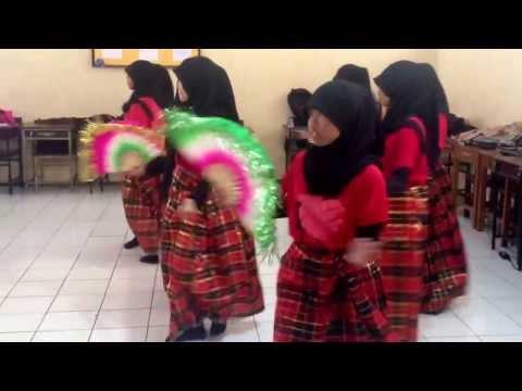 Tarian 4 etnis (makassar,bugis,mandar,toraja) - SMPN 25 Makassar (IX.5)