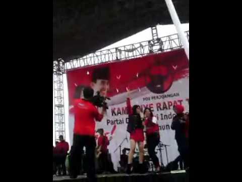 Biduan Jatuh saat konser Kampanye PDIP