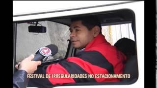 Motoristas descumprem lei e para carros em esquinas de Belo Horizonte