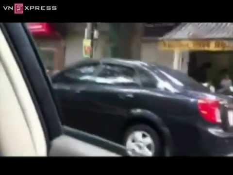 Cảnh sát giao thông nổ súng chặn xe vi phạm