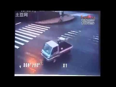 Camera quan sát ghi hình tai nạn giao thông kinh khủng nhất