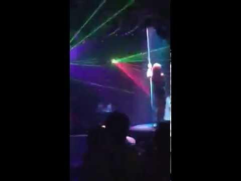 Gái nhảy trong Bar Nha Trang quá sexy la đi - sexy showgirl