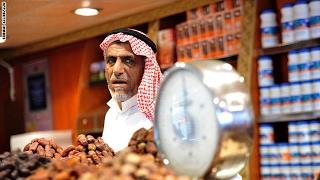 السعودية تدفع الأموال لمواطنيها بعد رفع الدعم  