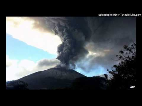 Thousands in El Salvador flee erupting Chaparrastique volcano