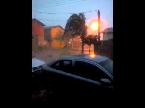 Vídeo Vídeo: Chuva impressionante atinge o São Carlos 8 e bairros estão sem energia