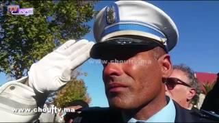لقطة اليوم..عندما يبكي الرجال..شوفو كيفاش كيبكي رجل أمن في جنازة زملائه الأمنيين الأربعة الذين فارقوا الحياة في حادثة سير |