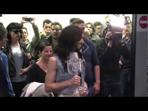 Regreso triunfal de travesti Conchita Wurst a Austria tras victoria en Eurovisión