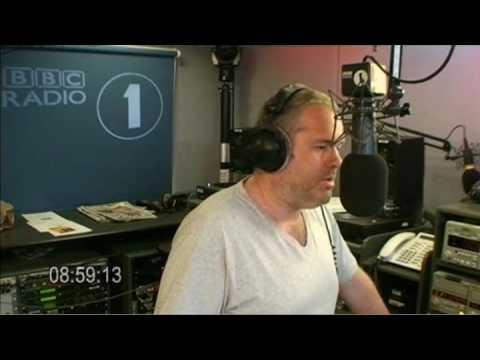 Moyles - Gary Barlow on the phone (Web Streaming Mon 06 Jul 08:51-09:01)