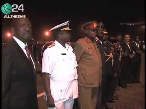 President Kenyatta Caught On Camera Issuing Stern Directives To Kimaiyo Over War On Terror