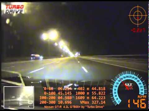 O que acontece quando o pneu de um Nissan GT-R rebenta a 327km