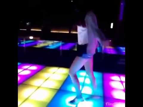 Cô gái Đài Loan nhảy shuffle gây bão cộng đồng Việt
