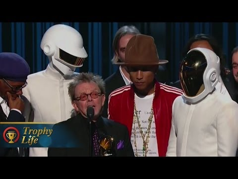 "Daft Punk & Pharrell & Stevie Wonder Performing ""Get Lucky"" GRAMMYs 2014 Performance"