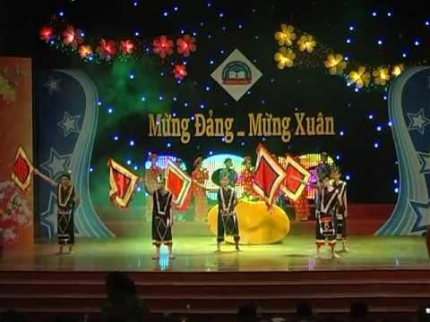 Dòng Máu Lạc Hồng- 8A Trần Hưng Đạo