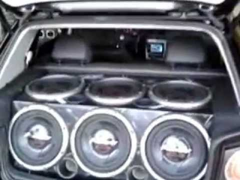 VW GOLF COM ARO 20 E SOM AUOMOTIVO