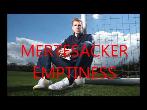 Mertesacker Emptiness - der ewige WM-Song
