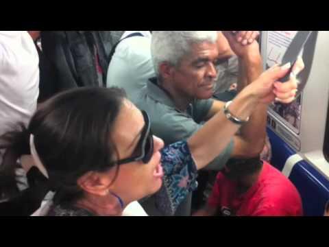 VENEZUELA: Pueblo arrecho en el Metro de Caracas