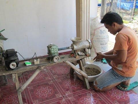 Pembuatan Pelet Ikan ( Hendrik Fish Farm Madiun )