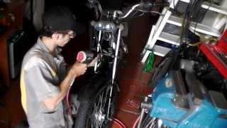 Como cambiar el aceite hidráulico a las barras de una moto 4/4