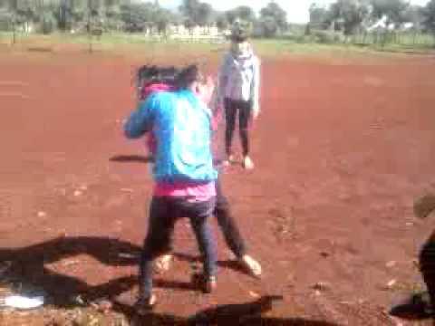 Nữ sinh lớp 9 đánh nhau cực sock