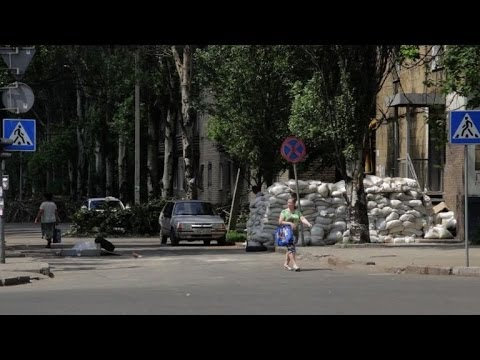 Donetsk turns into ghost town after deadly airport battle