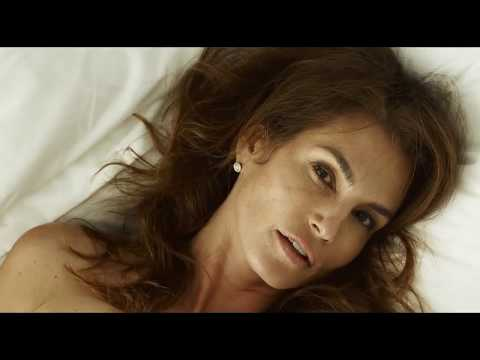 Cindy Crawford Naked In Sexy Photoshoot HD
